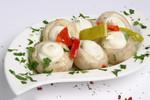 ad10003 Chamignon gefüllt mit Frischkäse eingelegt in Kräuteröl